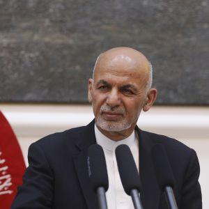 President Ashraf Ghani höll ett direkt sänt tal i tv då raketer landade nära presidentens palats
