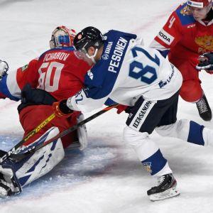 Harri Pesonen gör mål mot Ryssland.