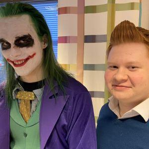 Abiturientit Verneri Törmi ja Fedja Poikonen Kajaanin lukiosta penkkareiden rooliasuissaan Jokerina ja Tinttinä.