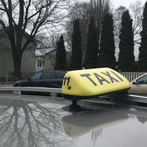 taket på en taxibil i åbo