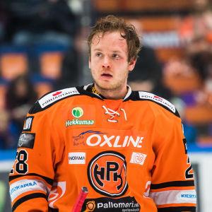 Jaakko Turtiainen på isen utan hjälm.