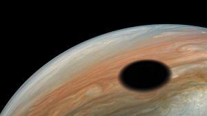 Io-kuun varjo Jupiterissa.