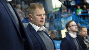 Ari-Pekka Pajuluoma i båset.