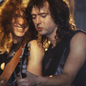 """Vasemmalla kitaristi Mick """"Würzel"""" Burston ja oikealla kitaristi Phil """"Wizzö"""" Campbell."""