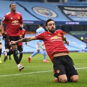 Manchester Uniteds stora stjärna Bruno Fernandes firar sitt tidiga 1–0-mål.