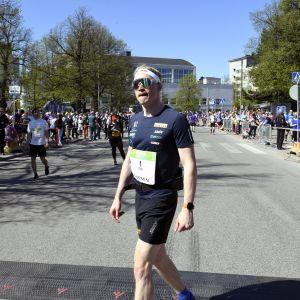 Iivo Niskanen löpte halvmaraton i Helsingfors.