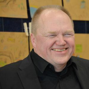 Författaren Tapani Bagge vid Runeberg junior-prisutdelningen i Borgå 06.02.20
