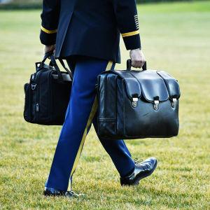 Donald Trump sai ydinlaukaisukoodit mukaansa lähtiessään Valkoisesta talosta.