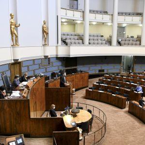 Riksdagens plenisal under en debatt.
