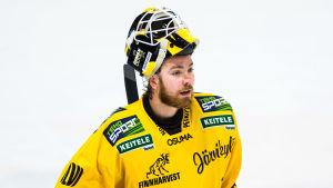 KalPas förstemålvakt Eero Kilpeläinen är skadad och mot Sport tvingades reserven Samu Perhonen utgå.