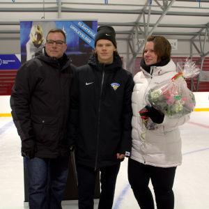 Teemu Engberg och hans föräldrar.