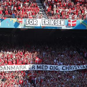 Danska publiken hyllade Eriksen.