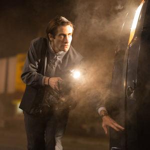 Jake Gyllenhaal spelar en sociopat som har svårt att passa in i samhället i filmen Nightcrawler.