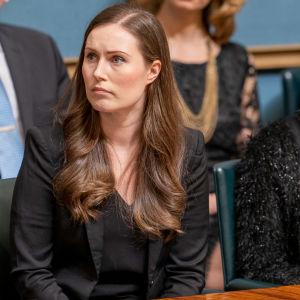 Sanna Marin ja Katri Kulmuni Hallituksen aitiossa eduskunnassa.