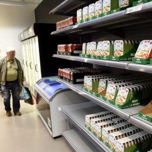 Ekologiskt odlad barnmat på en butikshylla.