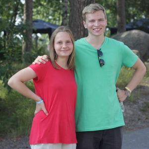 Josefine Haukkola och Josef Kääriä är två av 600 unga mormoner som samlats i Nådendal