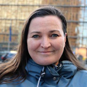 SVD-reportern Teresa Küchler fotograferad utanför Europabyggnaden i Bryssel.