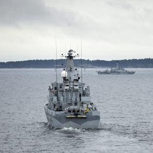 Den svenska minröjaren HMS Kullen.
