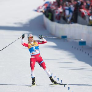 Therese Johaug i en klass för sig vid skid-VM i Seefeld.