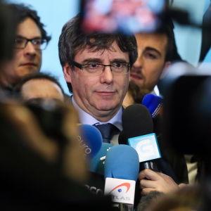 Kataloniens förre regionpresident Carles Puigdemont flydde i oktober till Belgien där han fortfarande lever i exil