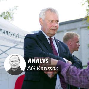 Bild på Antti Rinne och en medborgare. På bilden finns Analysgrafik för AG Karlsson.