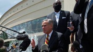 Texas-guvernören Greg Abbott i Houston i samband med begravningen av George Floyd. Bilden tagen den 8 juni.