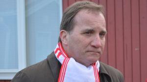 Stefan Löfven under en dörrknackningskampanj i Borgå.