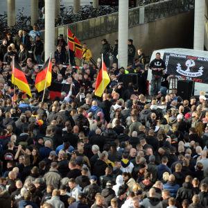 Huliganer demonstrerade i Köln den 26 oktober 2014.