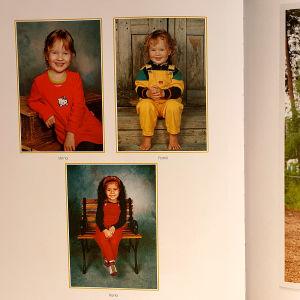Aukeama valokuva-albumista, jossa vasemmalla kuvat kolmesta lapsesta ja oikealla Arja Koriseva miehensä kanssa.
