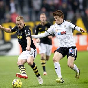 Albin Granlund i farten mot AIK.