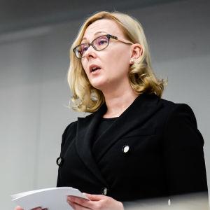Riksdagens talman Maria Lohela (Sannf) talar vid Mauno Koivistos minnesstund i riksdagen den 16 maj 2017.