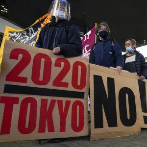 Japaner som demonstrerar mot planerna att arrangera OS i Tokyo.