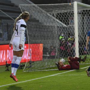 Ria Öling hoppar av glädje efter att ha gjort 2–1 mot Slovakien.