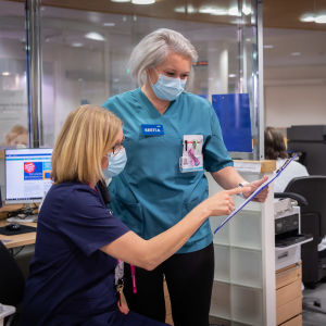 Peijaksen sairaalan päivystyksen osastonhoitaja Reetta Tervo