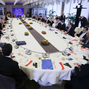 EU-ledare samt Turkiets ledning samlades kring samma bord i Bryssel för att diskutera flyktingsituationen