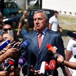 Regeringspartiet DPS långvariga ledare, president Milo Djukanovic säger att det ännu är för tidigt att utropa oppositionens seger.