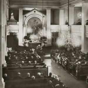Eino Leinos begravning i Gamla kyrkan i Helsingfors
