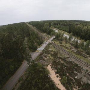 Den nu stängda plankorsningen i Skogby i Raseborg där olyckan skedde fotograferad den 8 september 2019.