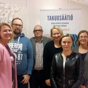 Kutsu Yle kahvilla tapaaminen Takuusäätiön kanssa.