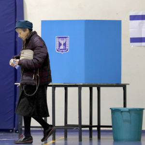 Nainen äänesti Israelin parlamenttivaaleissa
