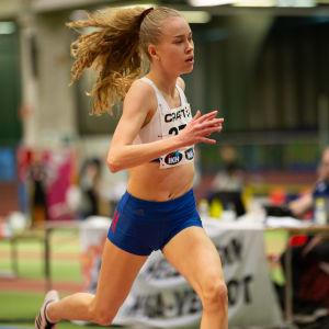 Heidi Salminen juoksee