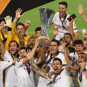 Sevilla firar Europa League-seger.