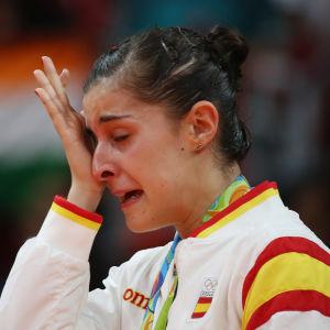 En rörd Carolina Marin har säkrat OS-guldet.