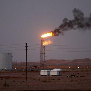 Öljyntuotantoa Saudi-Arabiassa.