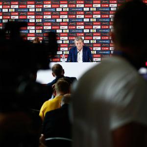 Roy Hodgson höll en presskonferens dagen efter att han avgått.
