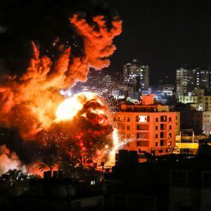 """Israel bombade bland annat ett höghus i Gaza City som enligt israeliska uppgifter tjänade som """"högkvarter för Hamas militära underrättelsetjänst""""."""