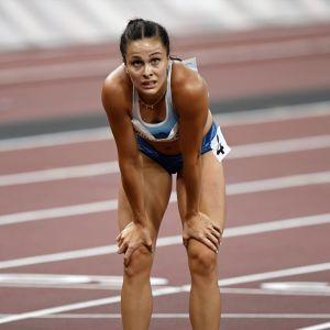 Maria Huntington olympialaisten seitsenottelun 800 metrin jälkeen