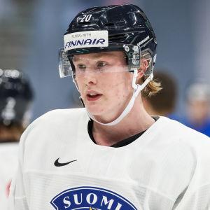 Efter många säsonger med juniorhockey i Jokerit flyttade Samuel Helenius till Jyväskylä i somras.