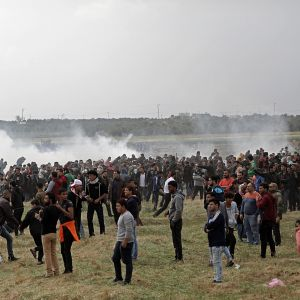 16 palestinier dödades och över 1 400 skadades då israeliska soldater öppnade eld mot demonstrerande palestinier