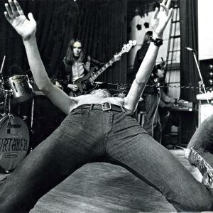 Virtanen keikalla Tavastialla 1975. Vasemmalla Moog konttinen, oikealla Veltto Virtanen